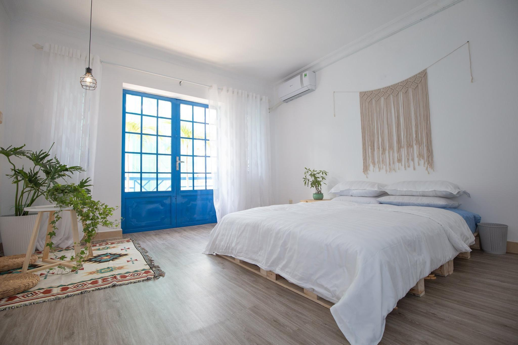 Akoma Homestay Santorini Single Room  1 Queen Bed