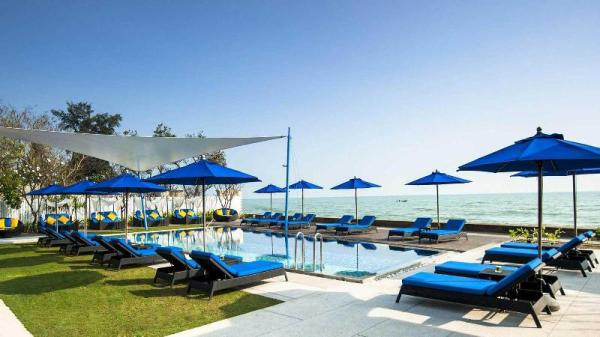 2 Bed Luxury Serviced Apat SEA front club house Hua Hin