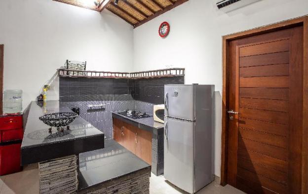 Sunny Villa Seminyak - 3 BR tropical villa
