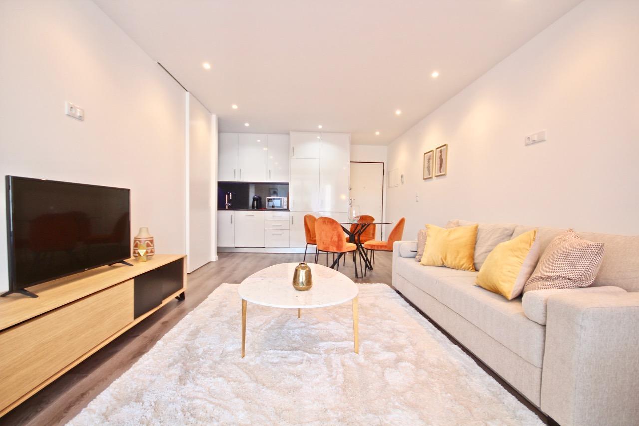 Savory Yellow Apartment, Sete Rios, Lisbon, !New!