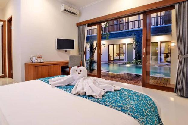 Suite Room with Pool View @ Renon Denpasar