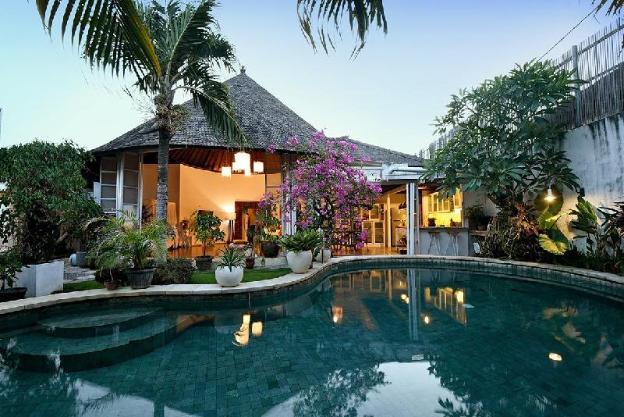 Tropical Canggu 3 BR Villa, Close to the Beach