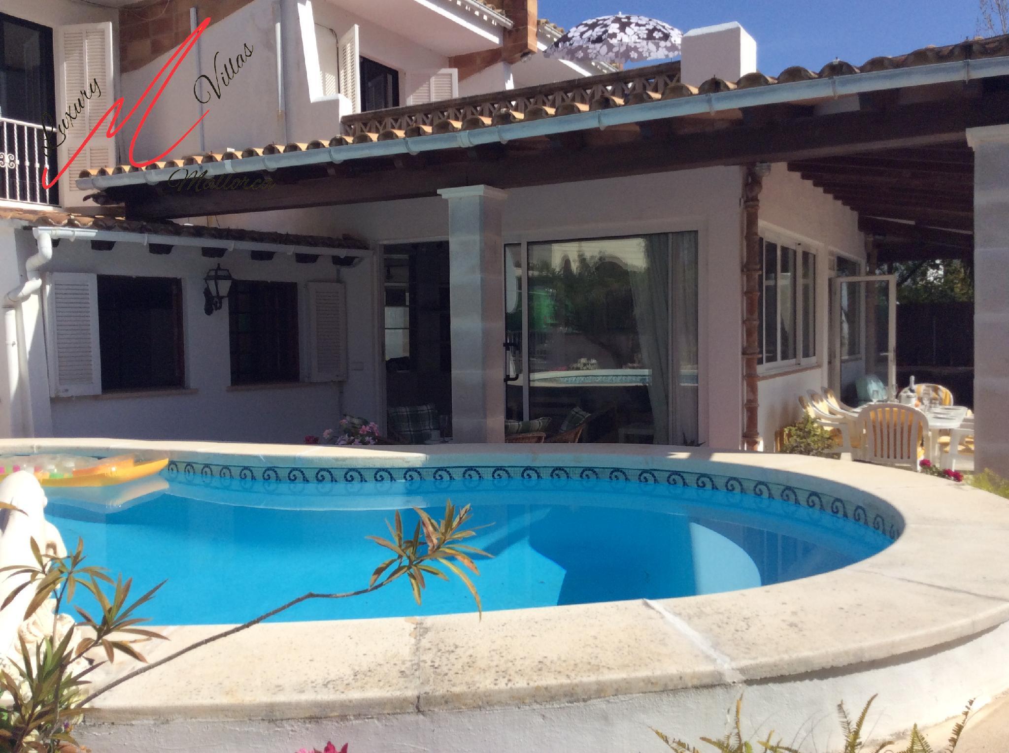 VILLA NEVADA - private pool, walk to beach & rest