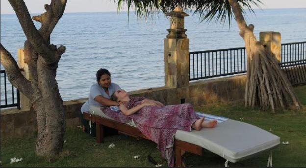 Kinnari Bungalow - Absolute beachfront in N. Bali