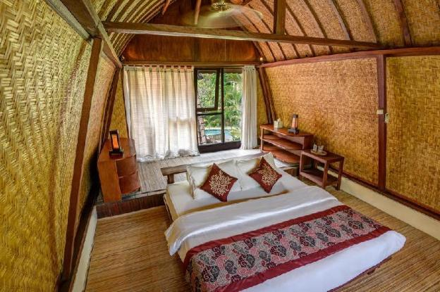 2BR inspired by the ancient Balinese rice barn