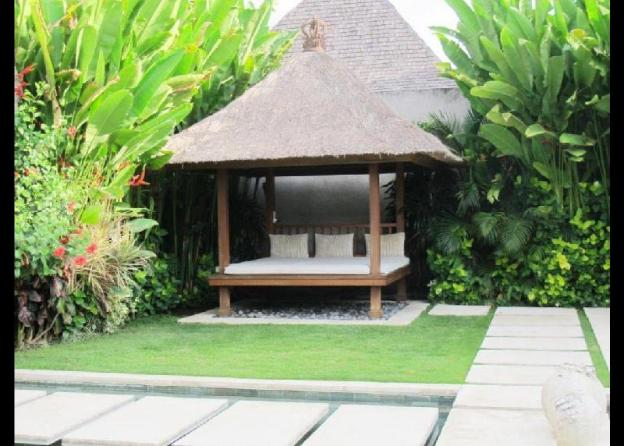 Stunning 2BR Private Villa close to the Beach