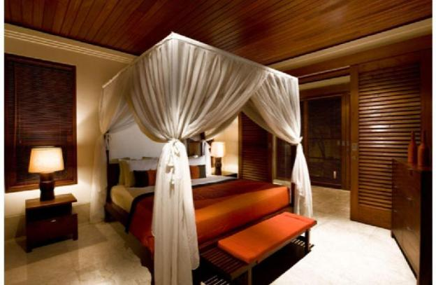 Three Bedrooms Hideaway Place and Lavish Villa
