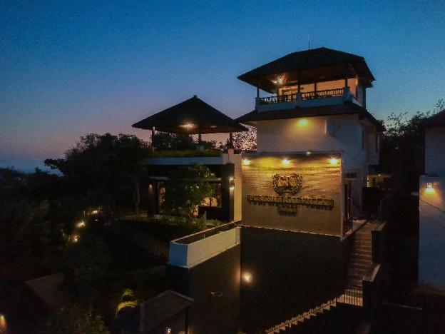 A Hilltop Luxury Near Hot Spots - SHARAI