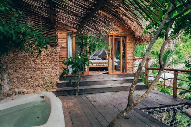 THE KOROWAI as BEACHFRONT 5 Bedroom Villa