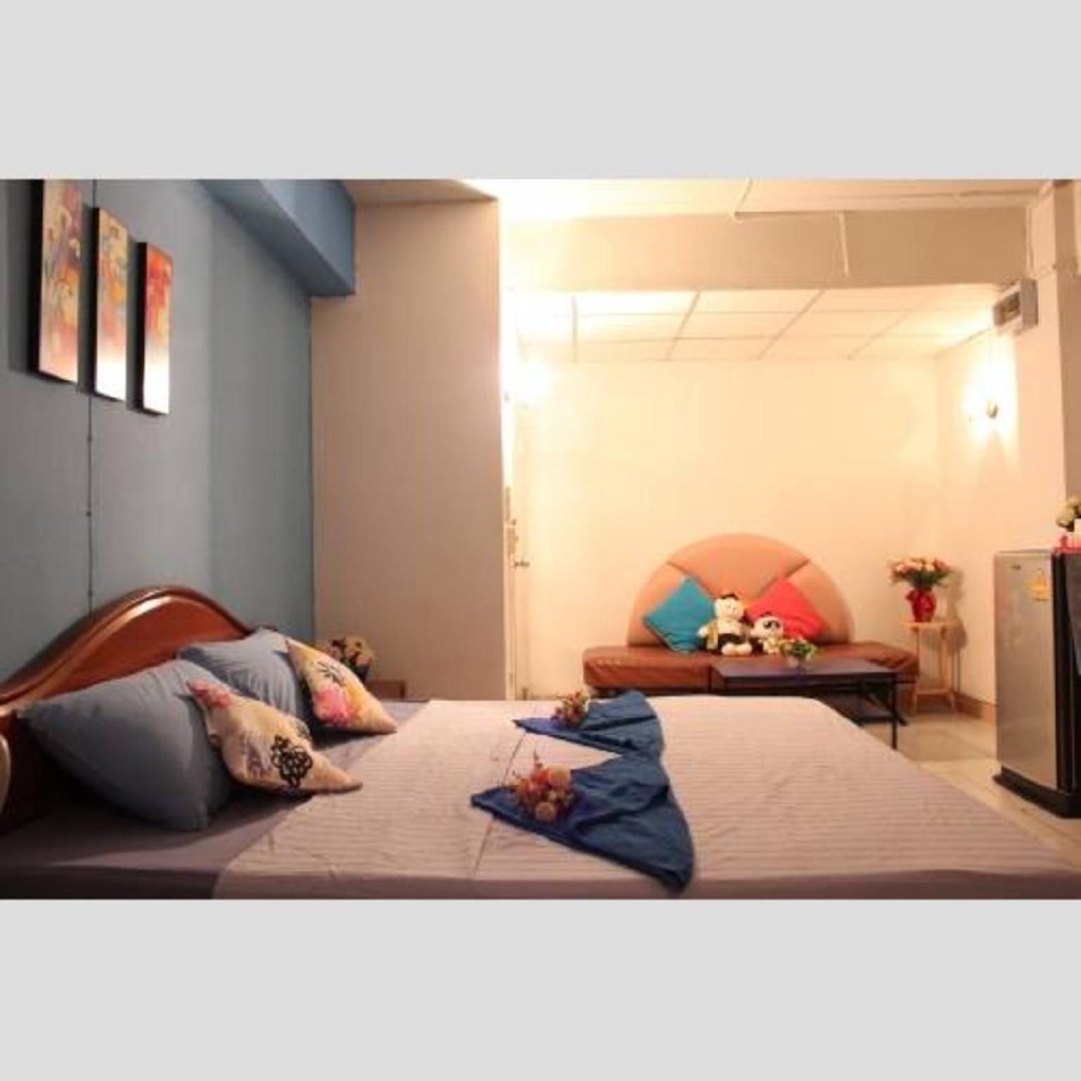 S U K mansion big room with sofa bed - 3 people