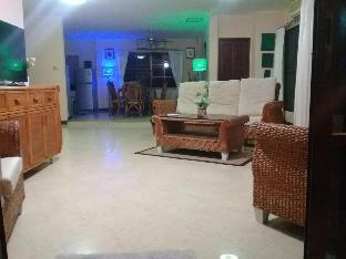 4 Bedroom House & Private Pool - Pattaya
