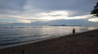 Beach front condo Sea View - Pattaya