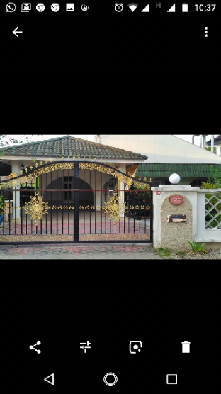 AbgZul Homestay is a bunglow building