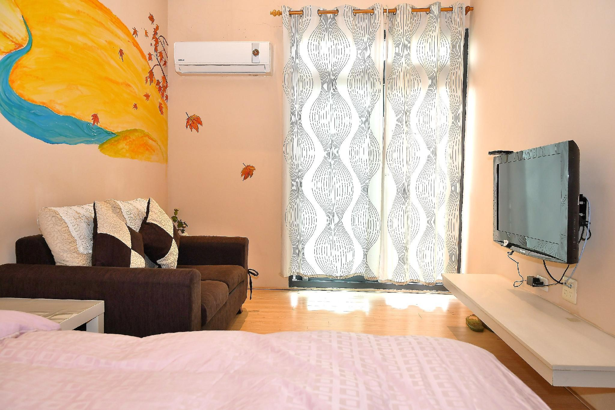 2 Pax RM Love   3mins To Market Perfect Location