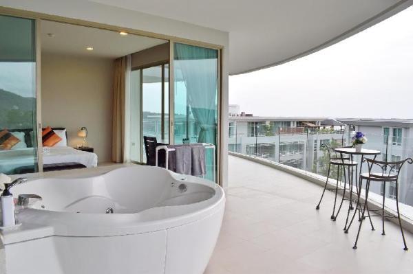 2 Beds Seaview with Jacuzzi on Balcony Phuket