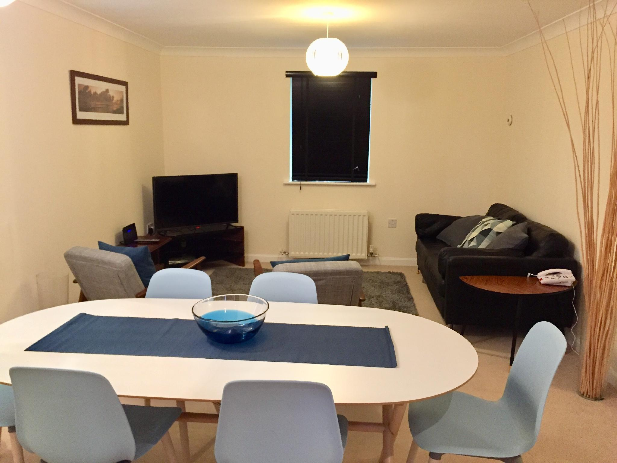 Price Modern 2 Bed Apartment in Southampton