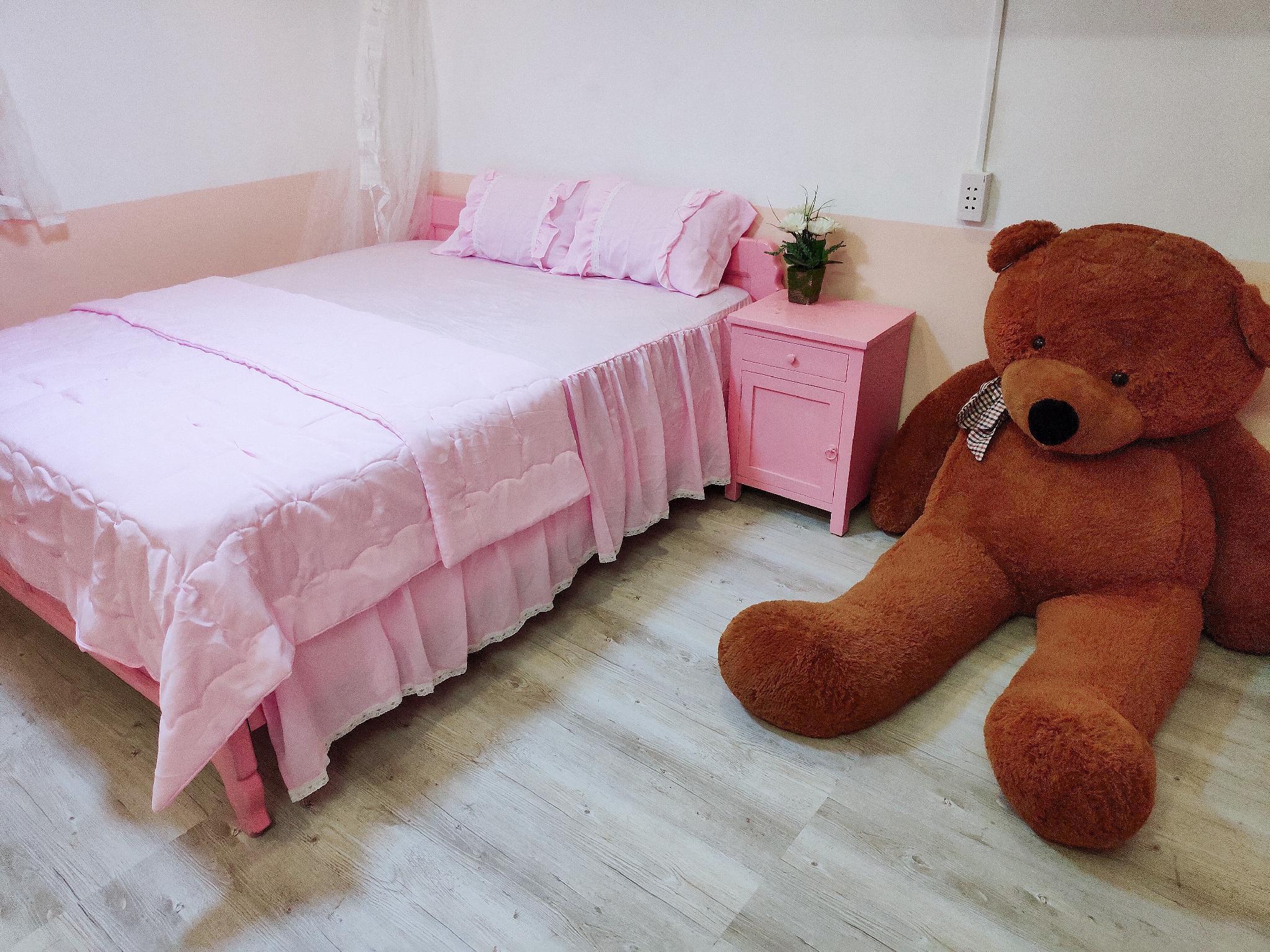 Pink Studio Apartment   Excellent Location