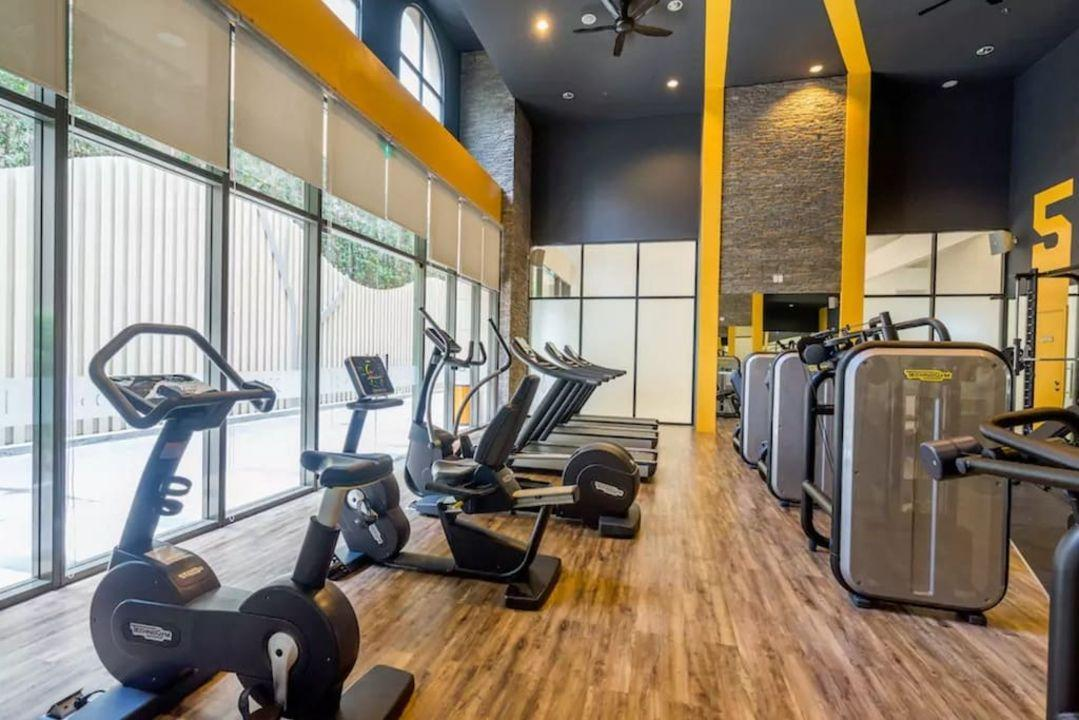 New Studio CENTER Cozy&Clean W Rooftop POOL*GYM*