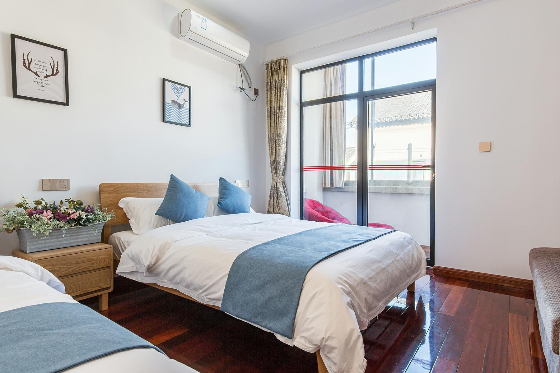 Price Balcony leisure family room 203