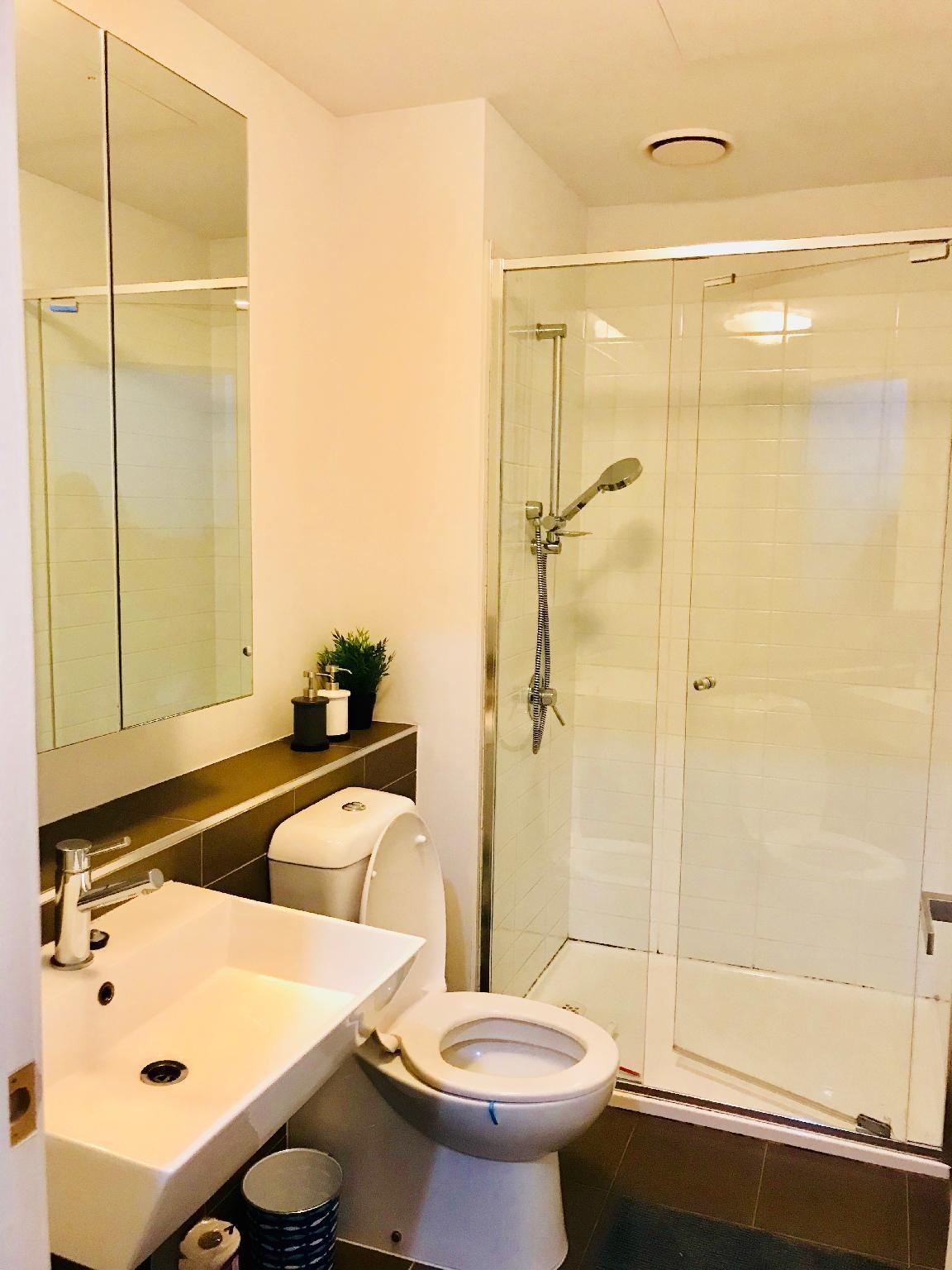 AUSP32 C CBD Private Room Cozy Apt Free Tram Zone