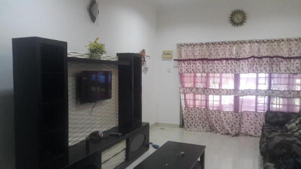 Cheap & comfortable. Easy access to Marang centre Marang