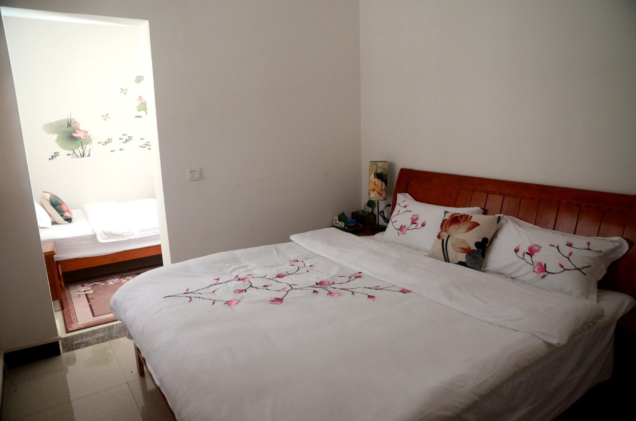 Liyuan Inn   Family Room