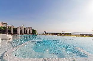 2BR 5-Star Beachfront Condo w/ Pool, Gym & Spa 2BR 5-Star Beachfront Condo w/ Pool, Gym & Spa