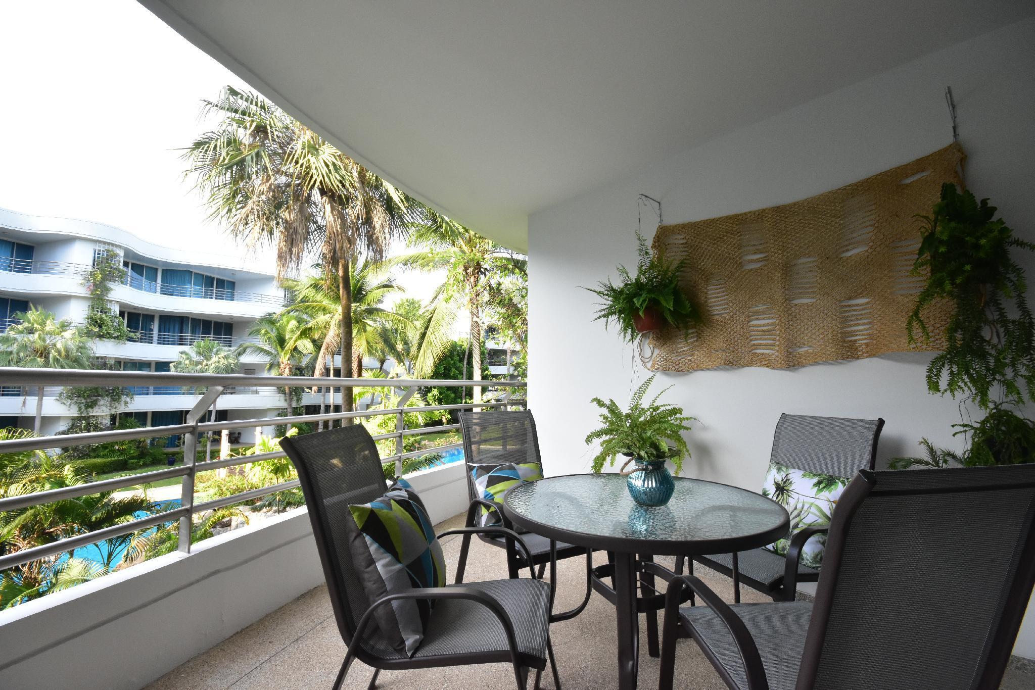 Hua Hin Beachfront Condo With Beach Access & Pools