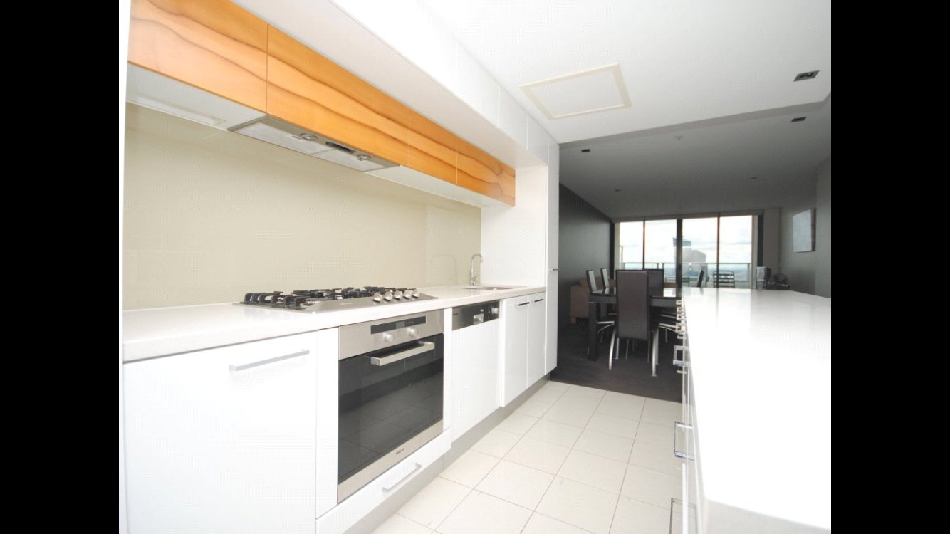 Deluxe King Bed Room With Bath And Balcony In CBD