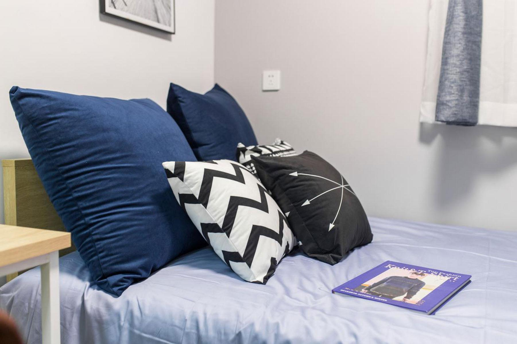 Yishi Youth Hostels   Small Suite Queen Size Bed A