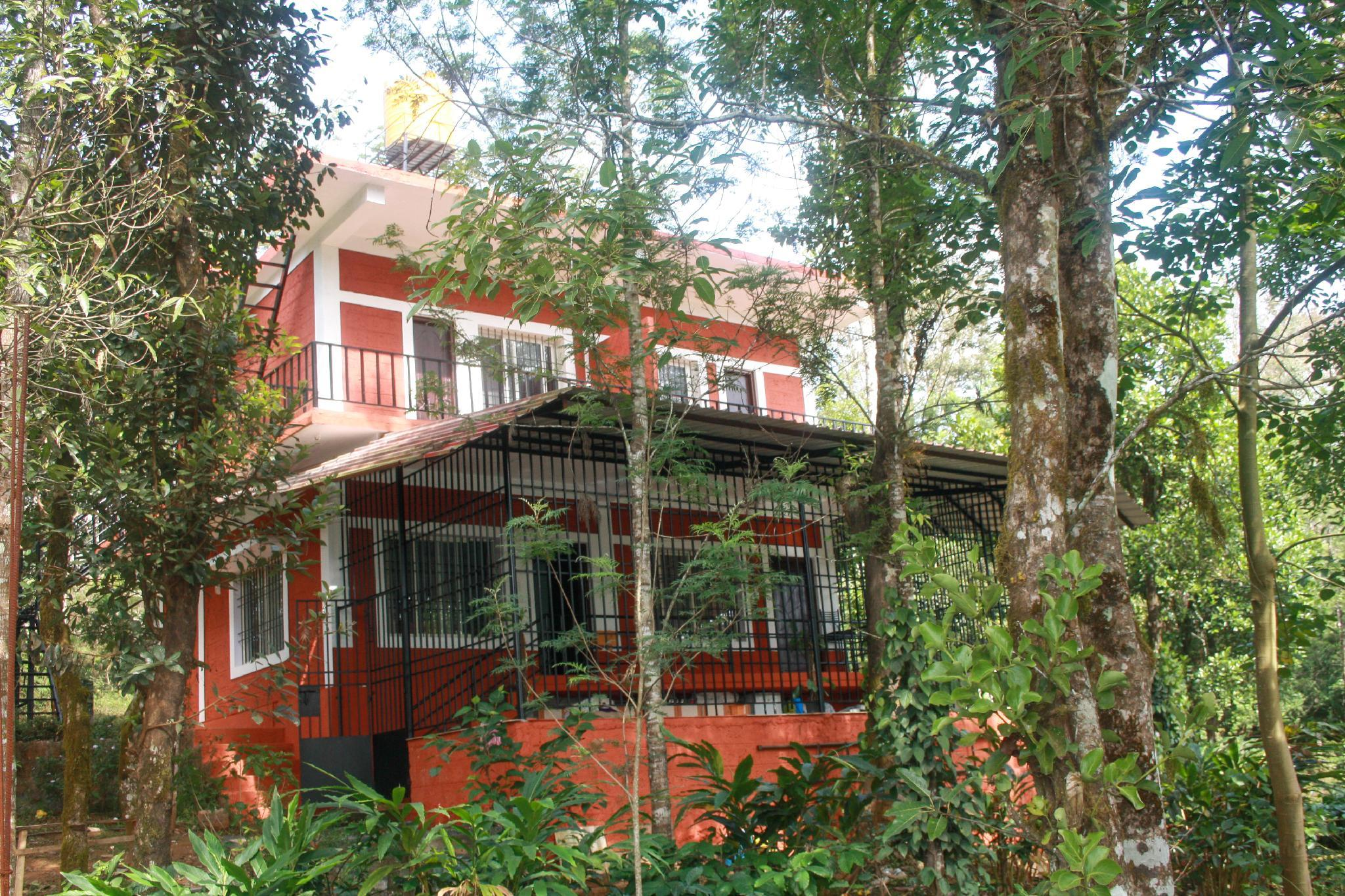 Spacious 2 BR Stay In Middle Of Coffee Estate.