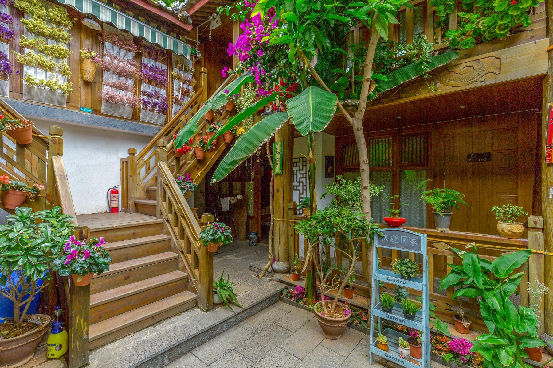 Xi's Garden Warm Family Room