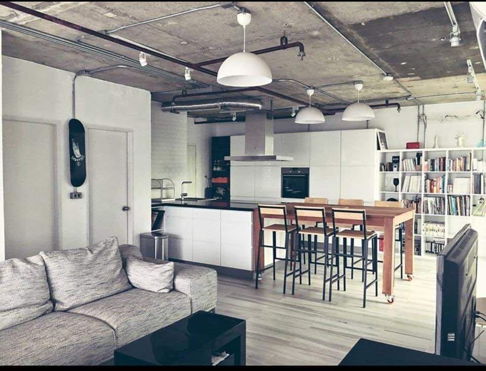 Amazing corner unit condo in central Bangkok อพาร์ตเมนต์ 1 ห้องนอน 1 ห้องน้ำส่วนตัว ขนาด 150 ตร.ม. – สุขุมวิท