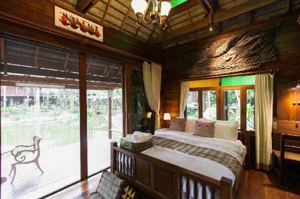 Baansuwanburi #3, villa with pond and pool view Chiang Mai