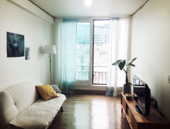 Bright APT Queen size bed Cozy room Seoul