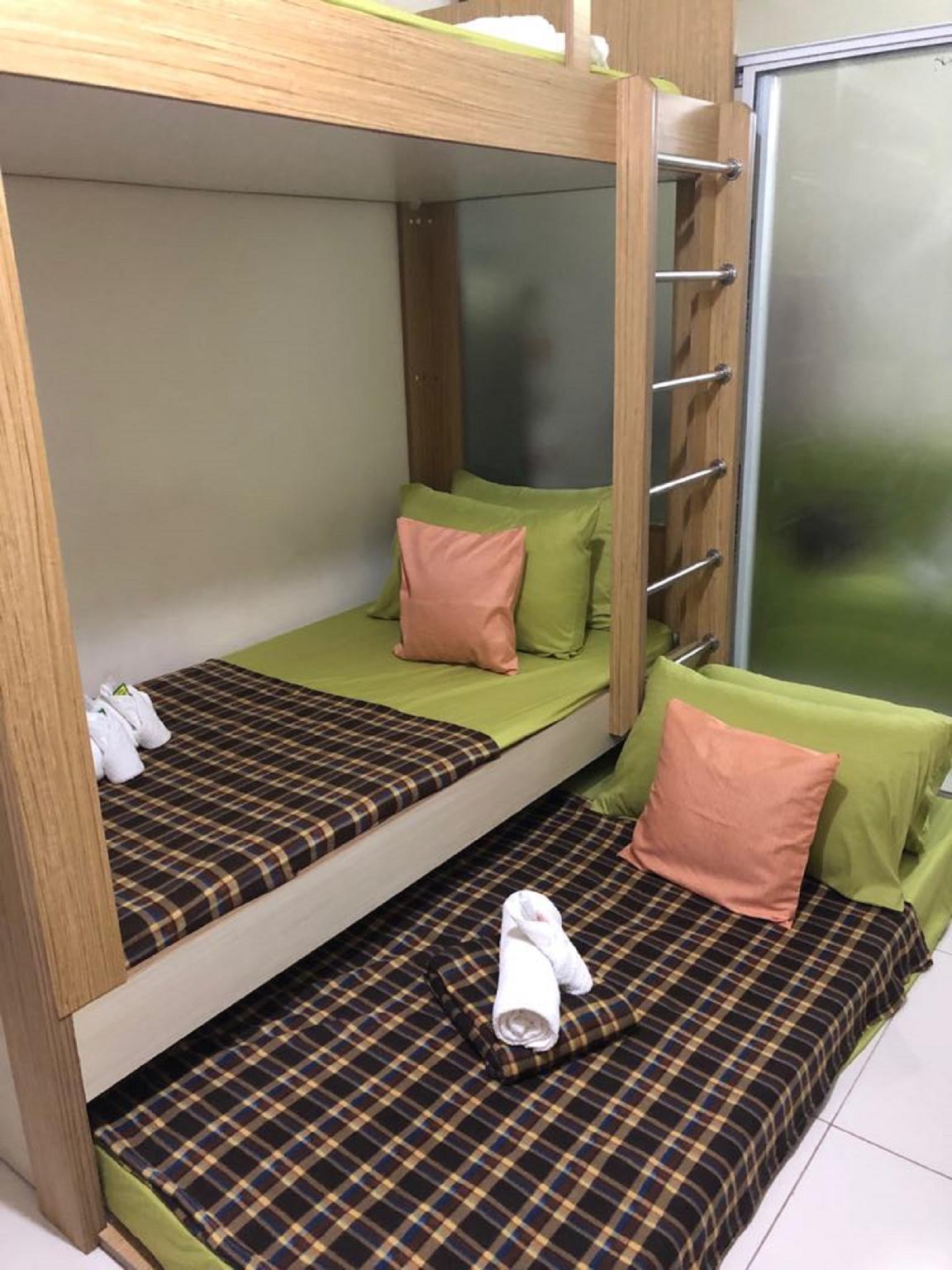 Green 1 Bedroom Condo In Metro Manila W Netflix
