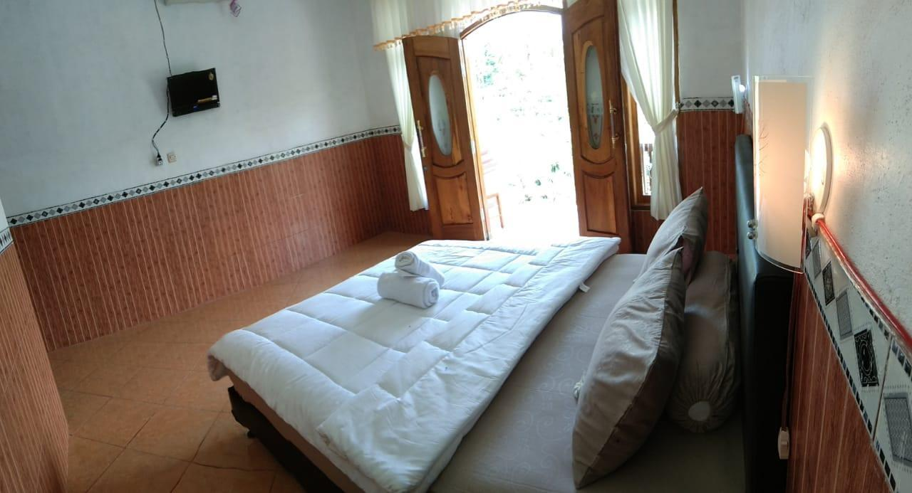 Peaceful Homestay Double Bed At Nusa Penida
