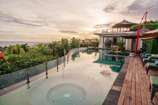 The Villas Ocean Cliff 5BR Villas w/ Breakfast