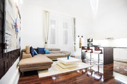 Italian Luxury apt in C.CENTER w A/C