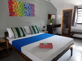 picture 3 of Hollywood Suites 2