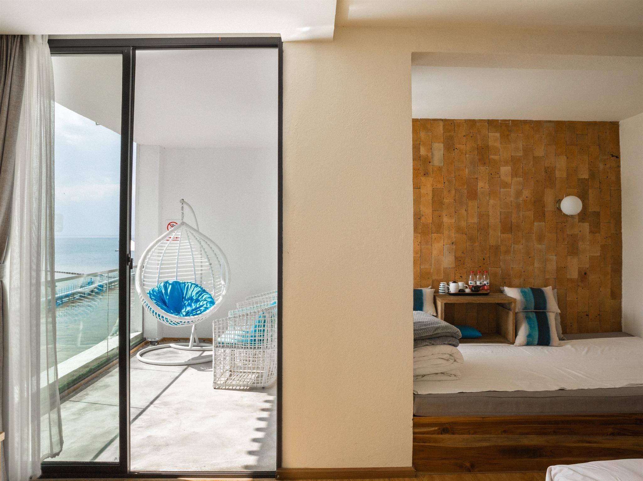 90        Sea View Queen Room