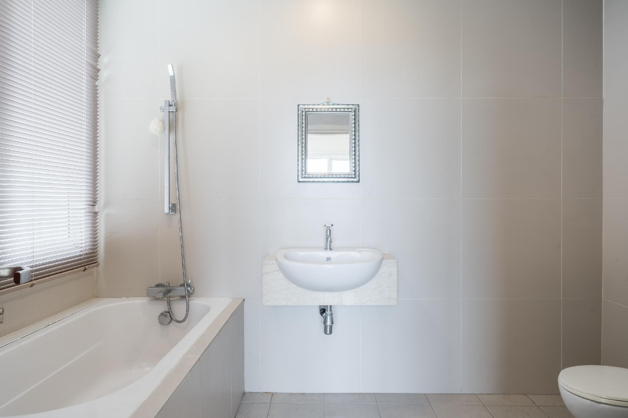 OYO Home 683 2BR Service Suites
