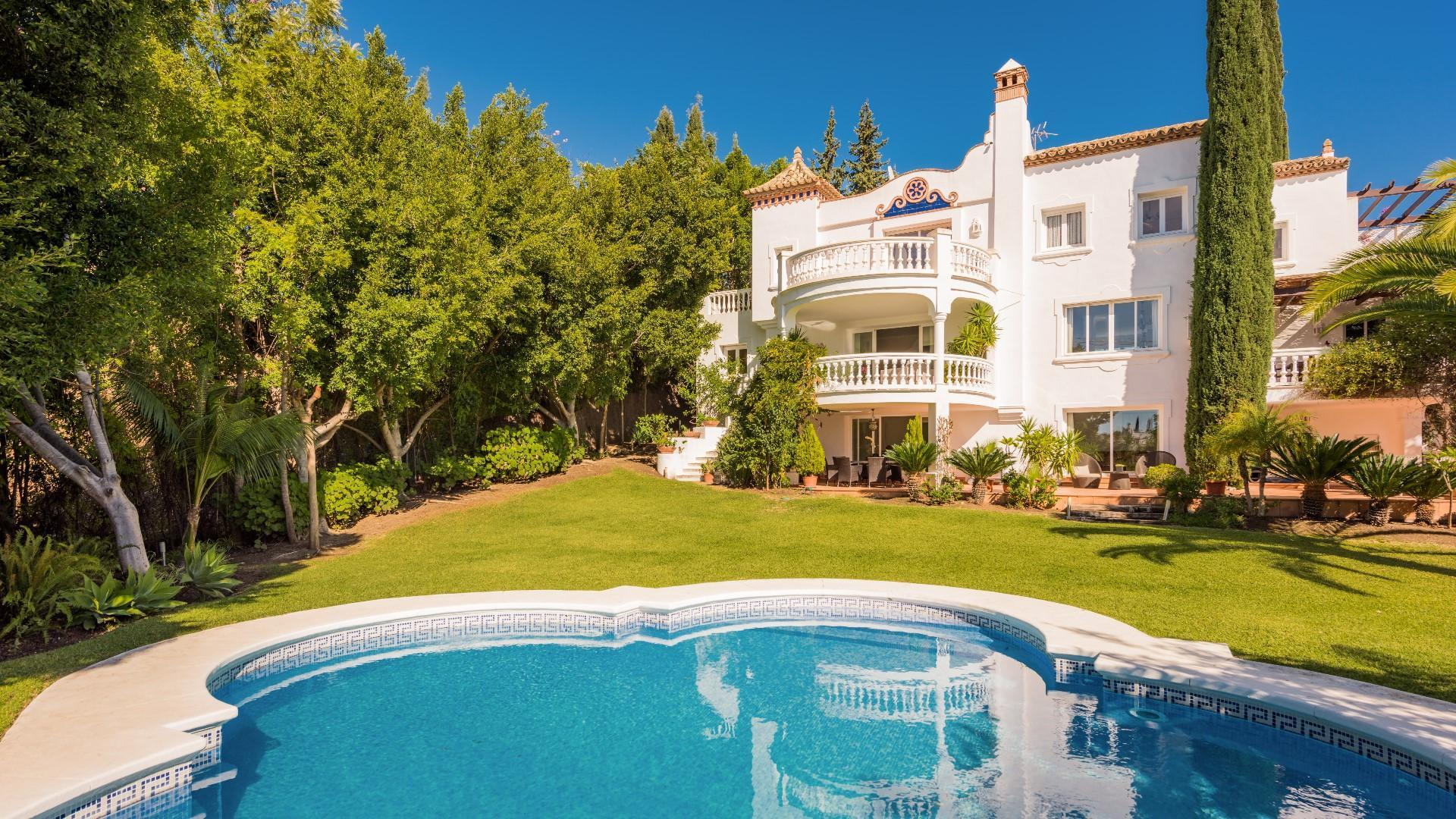 5 Bedrooms Villa Soraya Near Puerto Banus