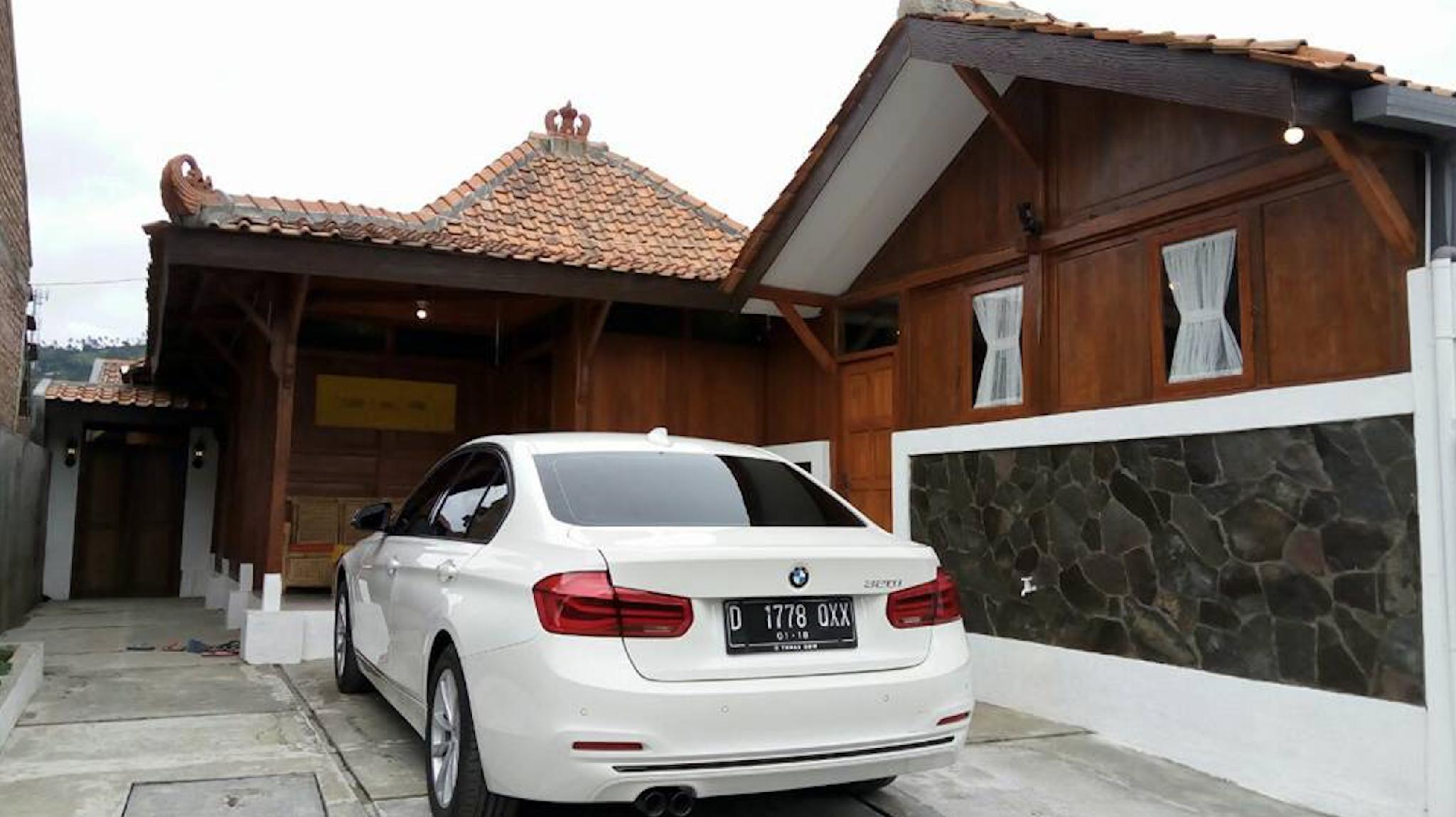 Villa Kayu Cikole Lembang Bandung  Wisata Alam