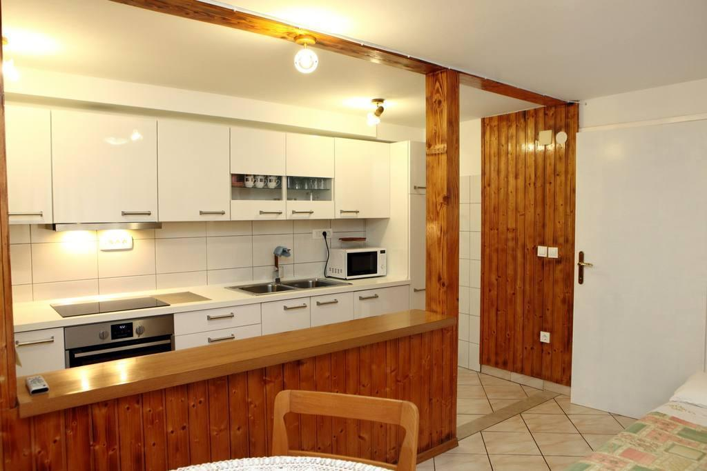 Classic One Bedroom Apartment With Garden NK1