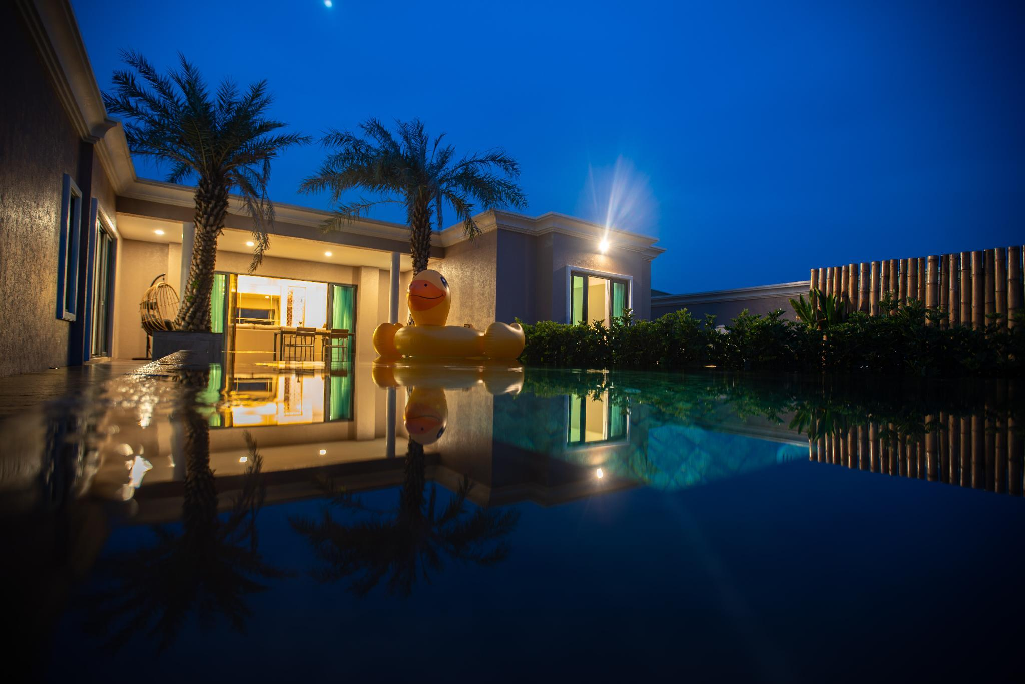 Deluxe Mid Levels Private Pool 4 Bedroom BBQ Villa
