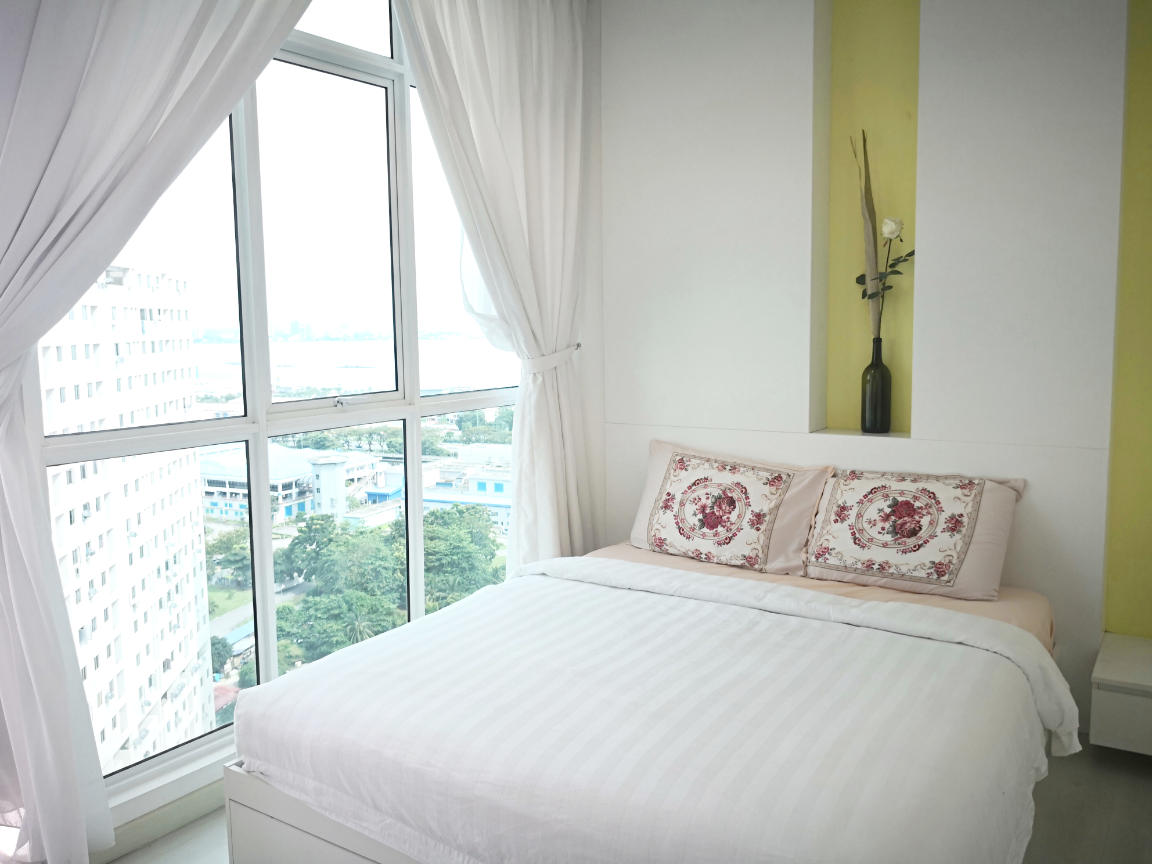 Straits Garden Suite  Green Sofa