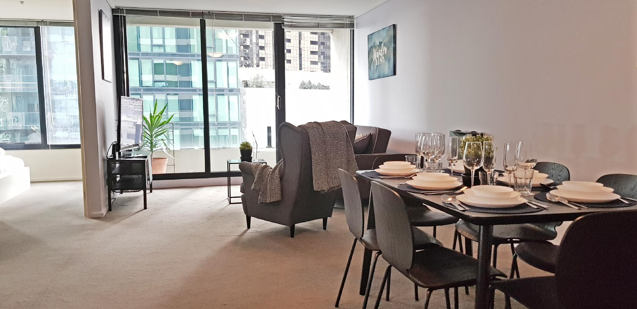Chic High Rise Condo With Skyline View Balcony