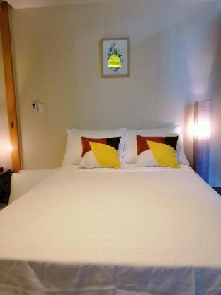 picture 2 of 31st Floor 1BR BGC, 6 pax, w/Pool, WiFi & Netflix