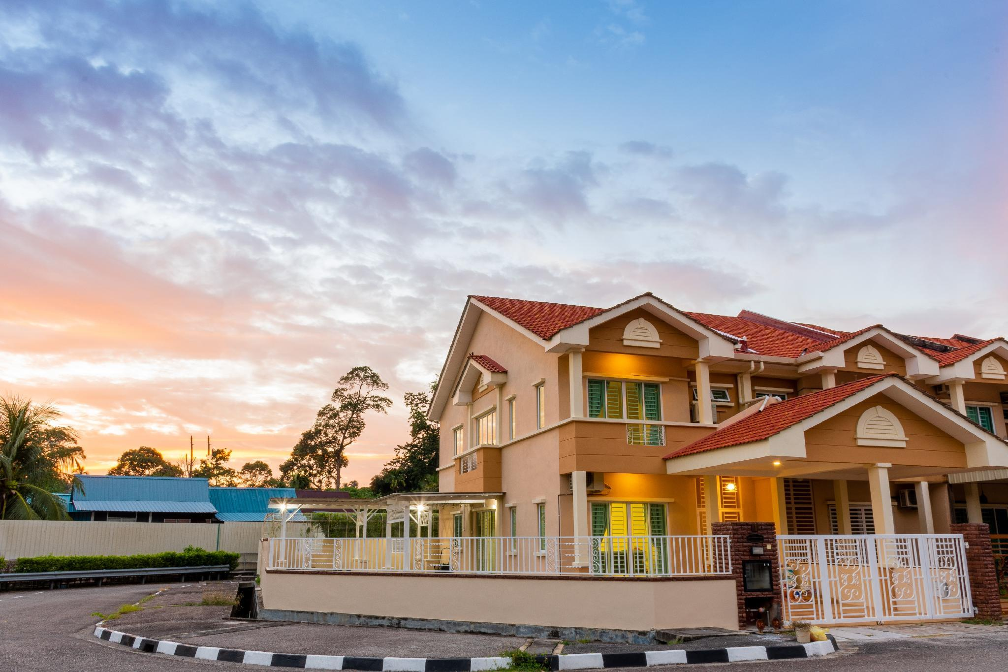 Tropikal Lodge By D Imperio Homestay Penang